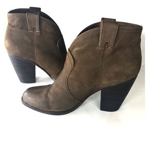 {Vince Camuto} Women's s Ankle Booties